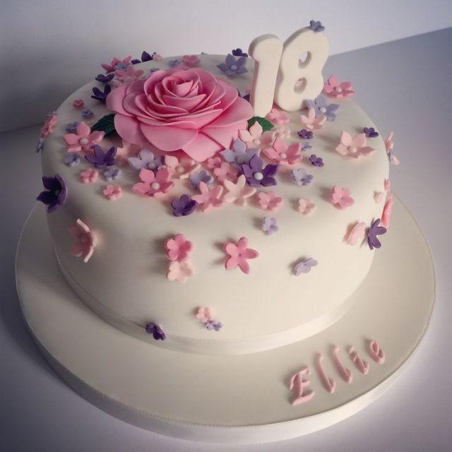 Những mẫu bánh sinh nhật dễ thương nhất cho bé gái
