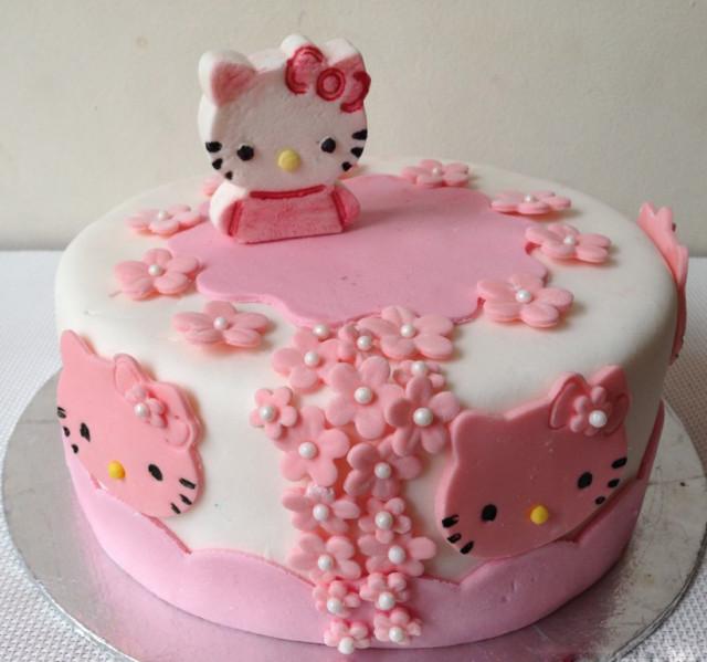 Những mẫu bánh sinh nhật dễ thương cho bé gái mẫu 12