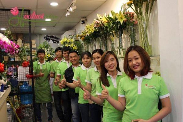Tap The Nhan Vien Shop Hoa Tuoi 360 4